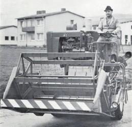 Combine harvester MASSEY FERGUSON MF 30 – MASSEY FERGUSON MF 31